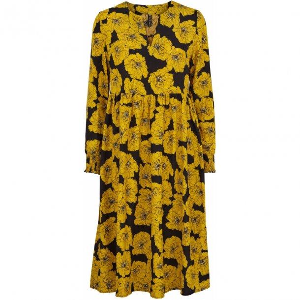 56d72b20 Elvira kjole gul fra Prepair (1105) til 699,- kr. hos Designogknive.dk